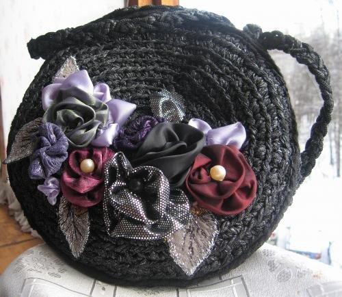 авторизуйтесь. сумка связана из трикотажа, украшена цветами.