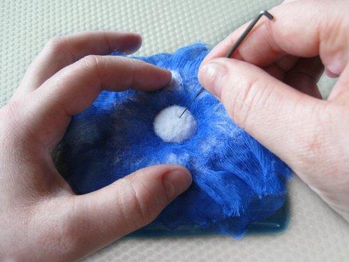 Цветок прополаскиваем в воде, отжимаем через полотенце, расправляем и оставляем сушиться.